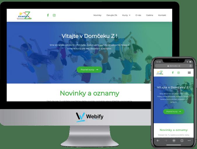 Obrazovka a mobilný telefón s načítanou webstránkou domcekz.sk