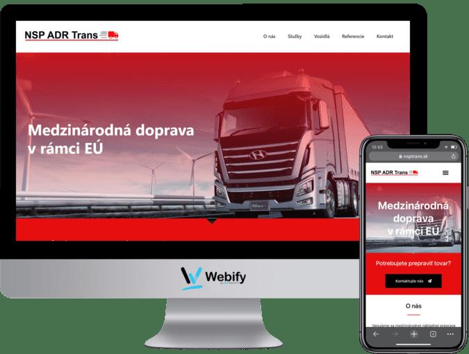 Obrazovka a mobilný telefón s načítanou webstránkou nsptrans.sk